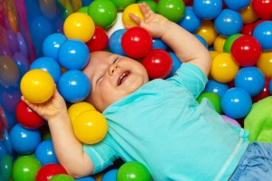 baby_with_play_balls