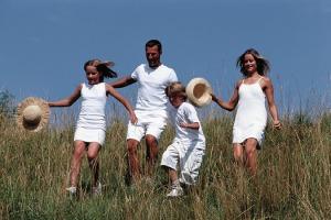 famille qui courent ds prairie Valerie